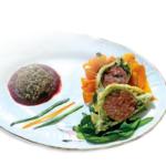 Cotechino Modena IGP in crosta, su letto di verdurine croccanti e insalatina di lenticchie al profumo mediterraneo