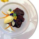 Zampone Modena IGP arrosto con vellutata di fagiolo, mousse di formaggio, croccante di ceci