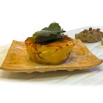 Budino di pecorino e Zampone Modena IGP su purea di roveja