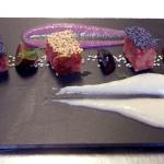 Cotechino Modena IGP bianco e nero con crema di fagioli cannellini e salsa al lambrusco con chicchi di uva rossa
