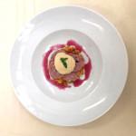 Sottilissima di Cotechino Modena IGP con verdure croccanti, peperone quadrato di Carmagnola, salsa di ceci al lime e coulise di fragole al basilico