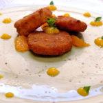 Zampone Modena IGP croccante con confettura di pesche, miyagawa e menta