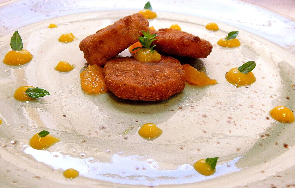 Zampone Modena IGP croccante con confettura di pesche, miyagawa e menta, la ricetta
