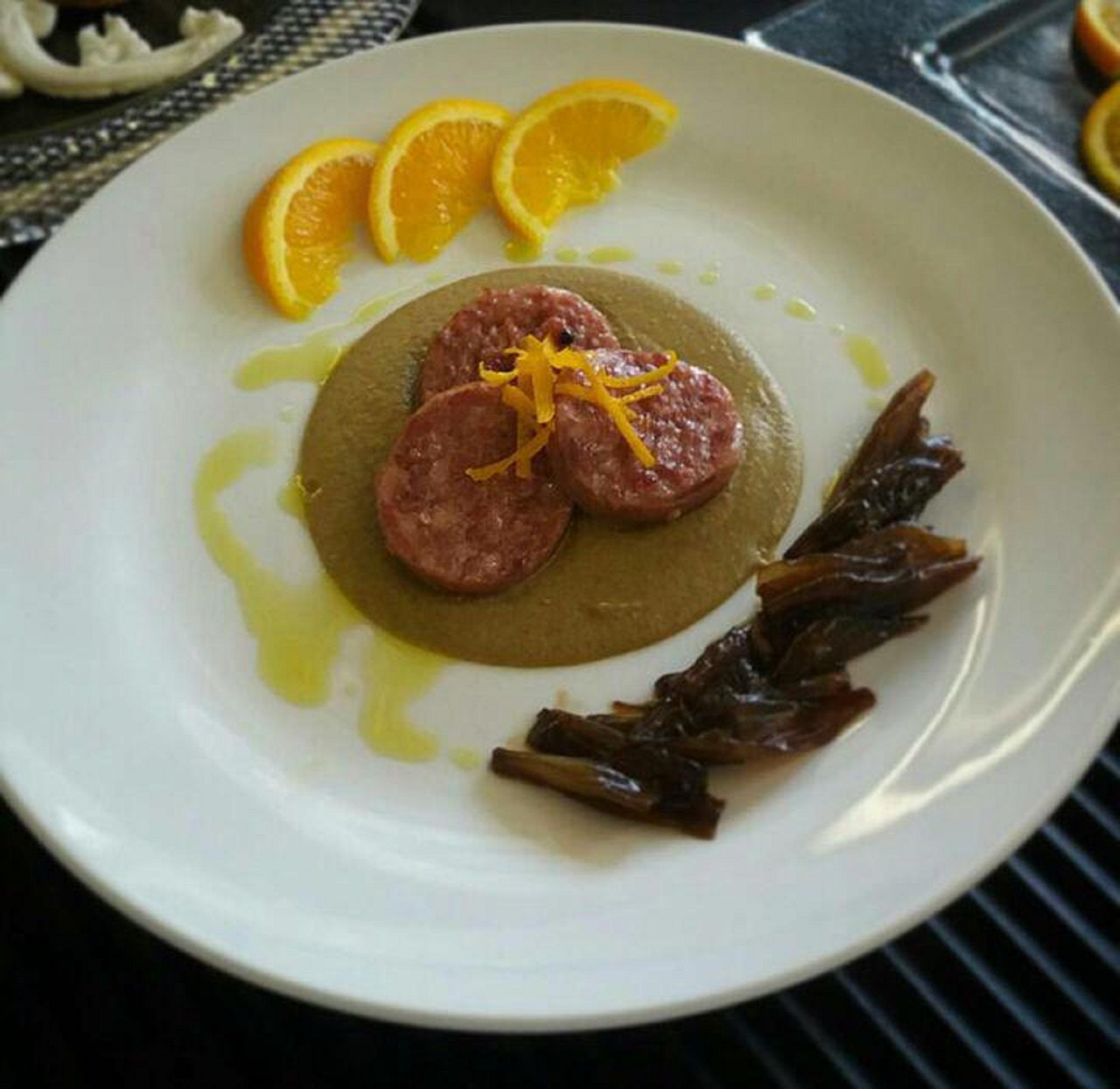 Vellutata di lenticchie con Cotechino Modena IGP, fondente di cipolla e scorzetta di arancia