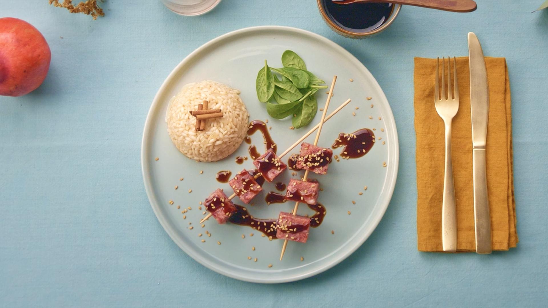 Cotechino con salsa teryiaki e riso pilaf
